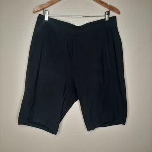 LULULEMON mens loose fit shorts